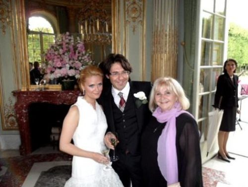 Andrei Malakhov with mom and wife Natalia Shkuleva during a wedding celebration in the Palace of Versailles
