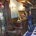 Russian artist Nikas Safronov 15-room apartment