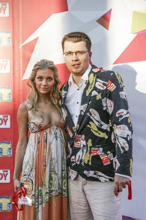 Garik Kharlamov and Christine Asmus in Jurmala festival dedicated to the 10th anniversary of the show Comedy Club