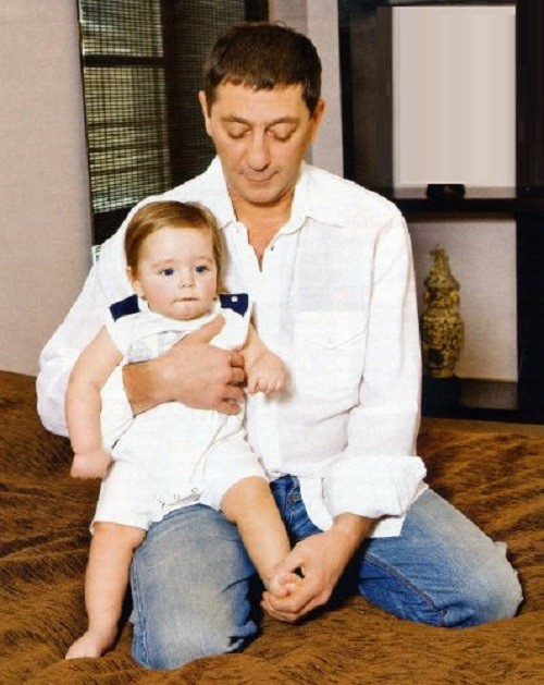 In 2010, Grigory Leps for the fourth time became the father. He has three daughters, the eldest Inga (from his first marriage), 9-year-old Eva and 3-year-old Nicole. In May 2010 year, beloved wife Anna gave the long-awaited heir, named Ivan.