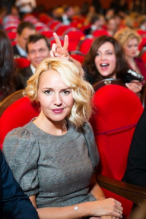 Julia Bordovskih (background - Oksana Fandera)