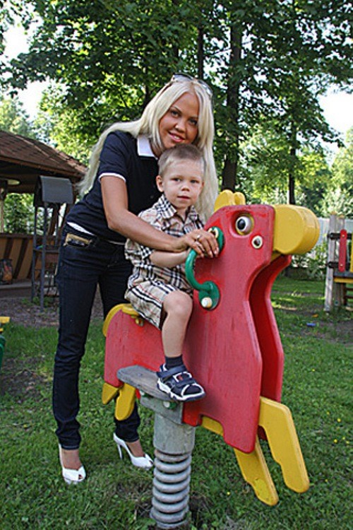 Maria Pogrebnyak with her son