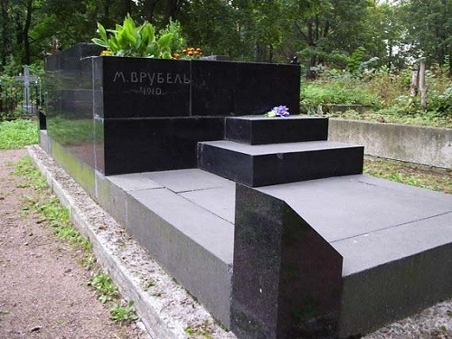 Grave of Mikhail Vrubel and his wife and muse Nadezhda Zabela-Vrubel