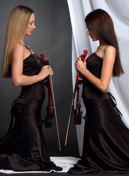 Violin duo Anastasia Vorobyova and Svetlana Evdokimova