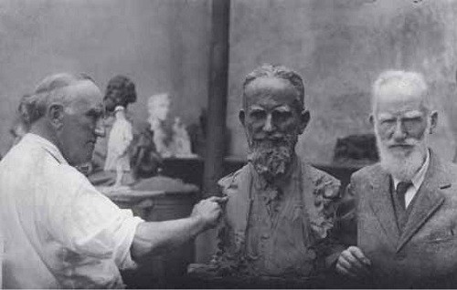 P.P.Trubetskoy sculpts portrait of George Bernard Shaw. 1926 Photo Archive of Museum of landscape, Verbania Pallanza