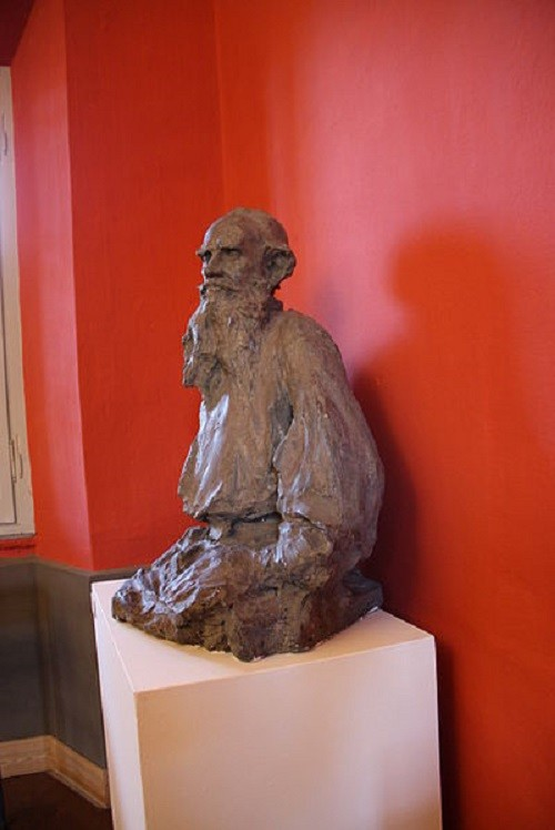 sculptor Prince Paolo Troubetzkoy (1866-1938). Lev Tolstoy (ca. 1898). Verbania-Pallanza, Italy