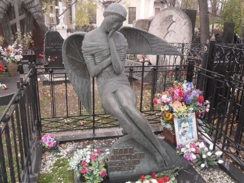 Grave of Vladislav Listyev, Vagankovo cemetery, Moscow