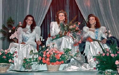 Yuliya Sukhanova (center). USSR Beauty pageants