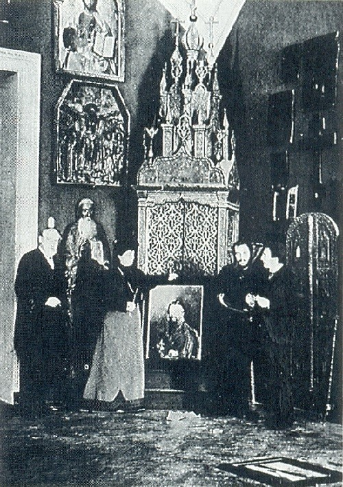 Russian artists Wanderers. Alexander Benois and Leon Bakst visiting Maria Tenisheva in Talashkino near Smolensk. 1895-1896