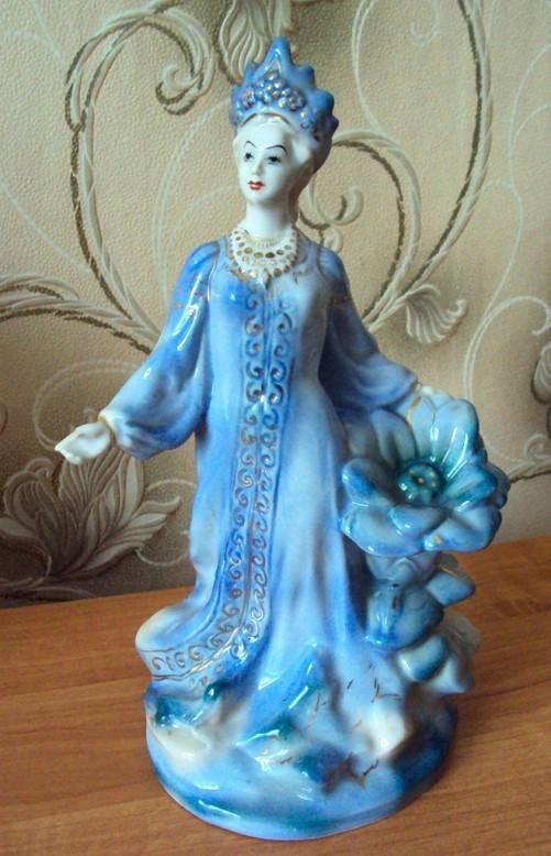 Mistress of the Cooper Mountain vintage porcelain. Stone Flower inspiration