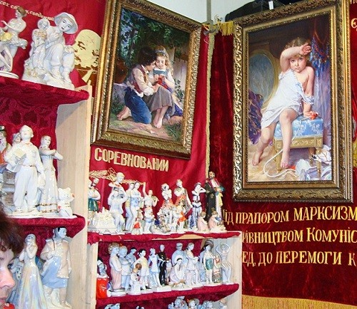 Porcelain figures and paintings. Moscow flea markets