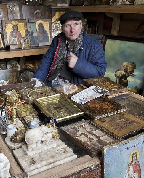 Seller of icons and reproductions of paintings. Moscow flea markets