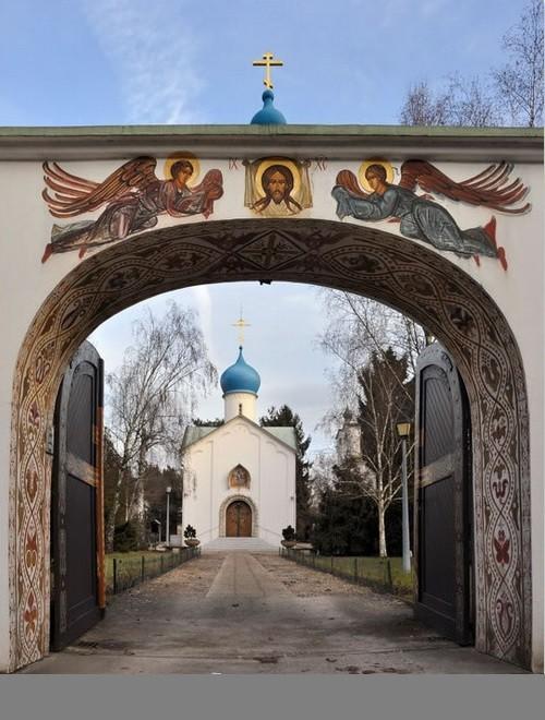Sainte-Genevieve-des-Bois Russian Cemetery