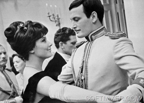 Tatiana Samoilova and Vasily Lanovoi in the film 'Anna Karenina'