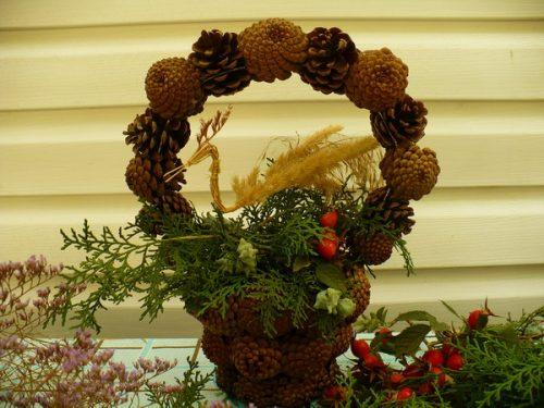Cones basket. Straw art by Lydiya Retivskaya