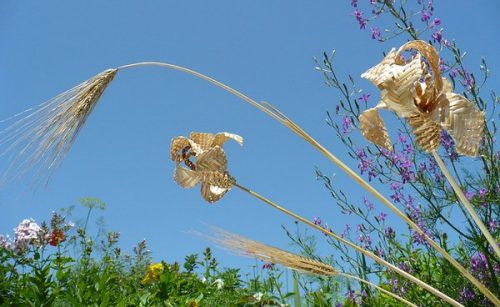 Weaving from straw. Straw art by Lydiya Retivskaya