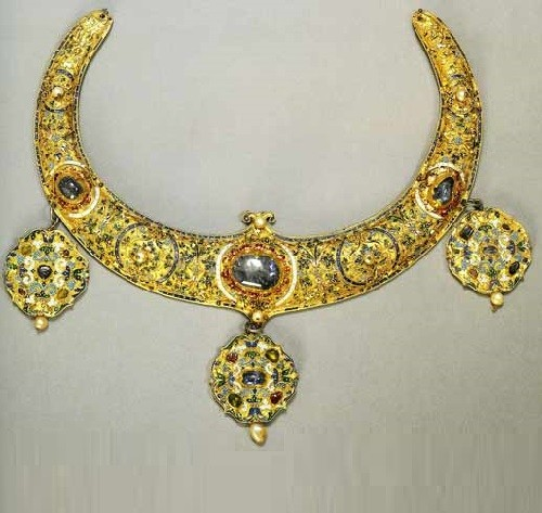 "Crescent collar. Mid-16th century. Detail of the mounting for the icon ""The Old Testament Trinity"". Donated by Tsar Ivan the Terrible. Sergiev Posad Museum collection of jewelry"