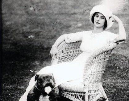 Anna Pavlova with her beloved dog