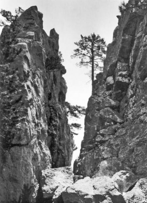 Chaban-Tash Gorge near Alupka. Photo by Russian photographer Vasily Sokornov