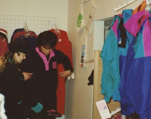 Joanna Stingray and Viktor Tsoi buy in an American store