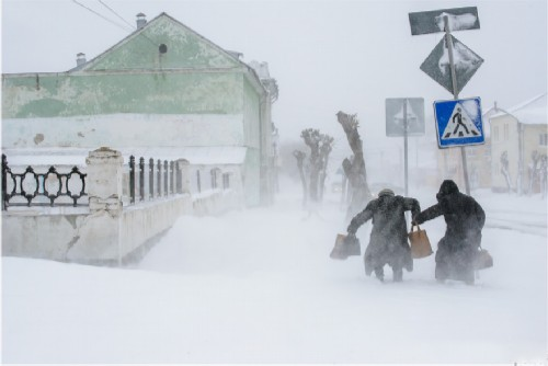 26.04.2014. Abnormal snowfall in late April in the Urals. The city of Shadrinsk.
