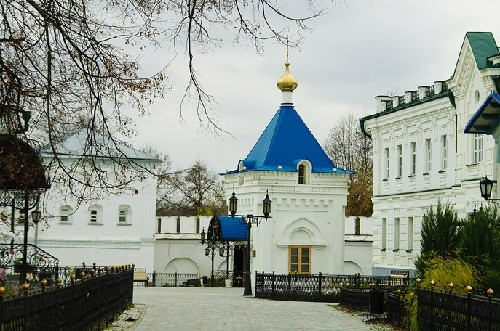 On the western side of the monastery area from 7.00 to 20.45 open chapel with holy water