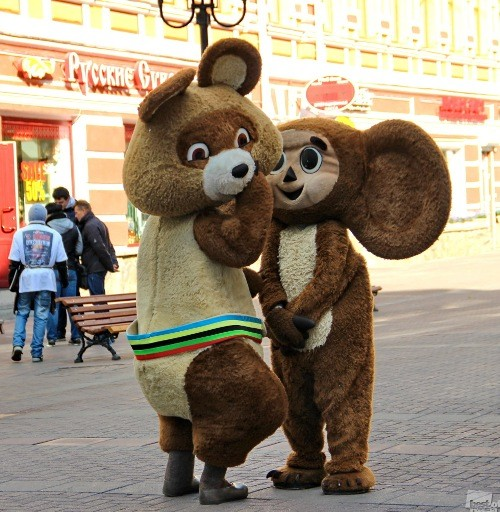 Rendezvous of Bear and Cheburashka. Photographer Tatiana Turkina. Moscow