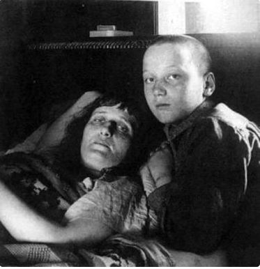 Anna Akhmatova. Lyova Gumilev with her mother - Anna Akhmatova. Leningrad, 1926