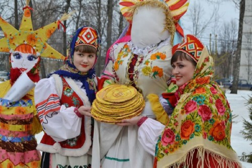 Eating pancakes on Maslenitsa is a Russian tradition