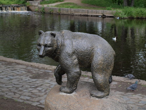 Monuments to Bear in RussiaMonument to the bear in Petrozavodsk
