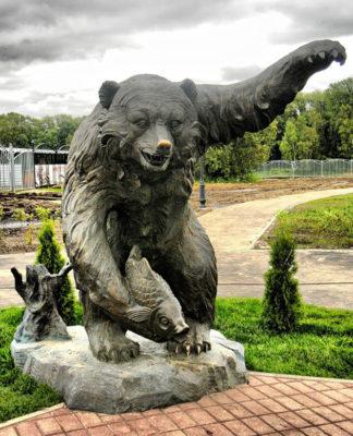 Monuments to Bear in RussiaMillennium Park in Yaroslavl