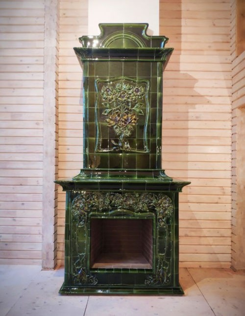Art Nouveau ceramic fireplace inspired by the Meissner tiled stove of the early 20th century