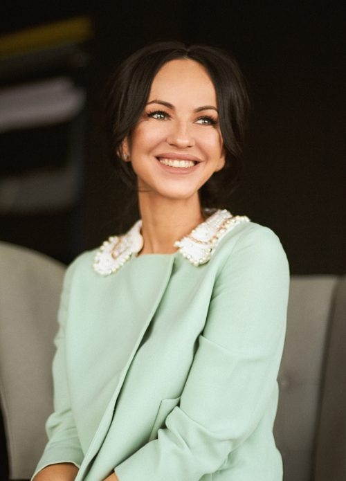 Most beautiful Russian TV presenters - Alina Kravtsova, presents the program 'Place of incident' on Channel Five, Russia. Graduated from Moscow Higher National School of Television and Radio and St. Petersburg University of Film and Television