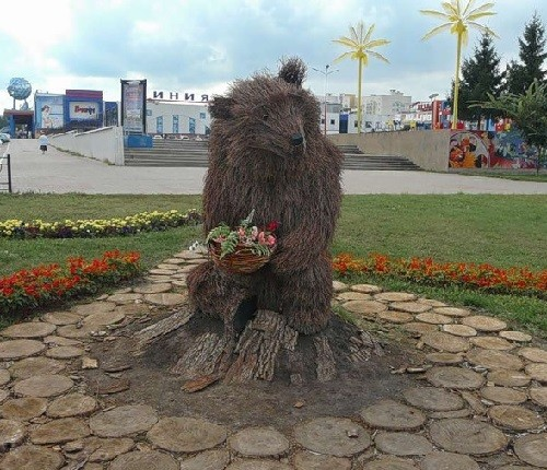 Green sculpture of bear in Belgorod