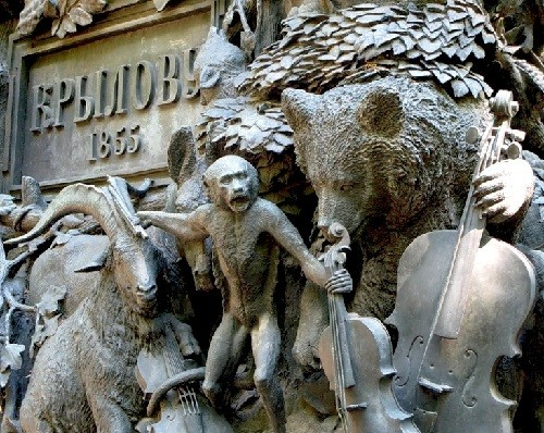 Monuments to Bear in Russia. Monument to Krylov's fable 'Quartet' in St. Petersburg