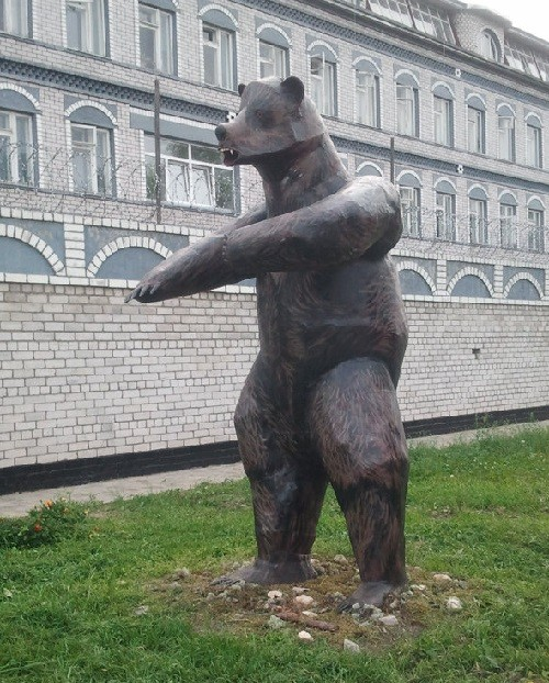 Monument to a bear at the entrance to the colony in Velsk, Arkhangelsk region. Made by prisoners