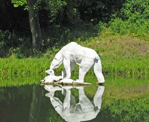Monuments to Bear in Russia. Monument to polar bear 'Umka'