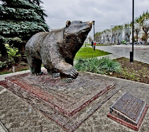 Monuments to Bear in Russia. Perm, sculpture 'Legend of Perm Bear'