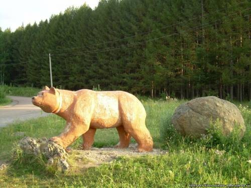 Monuments to Bear in Russia. Sculpture of polar bear in Beloretsk