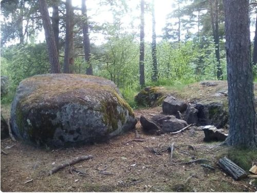 Blue Stone Sin-Kamen. One of the many boulders of the Ladoga area in the Khiitolsky rocks