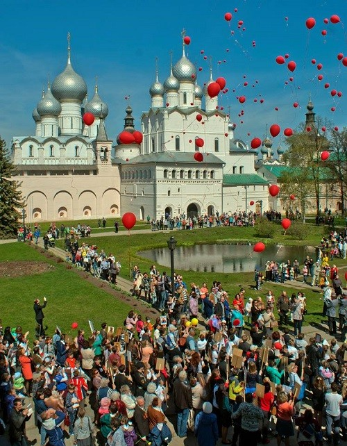 Honoring veterans of WWII, 9 May, 2015 in Rostov Kremlin