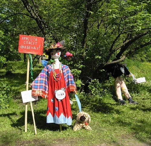 The sign in the hands of scarecrow – 'Beauty will save the garden'