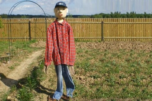 This Scarecrow can be taken for a farmer himself