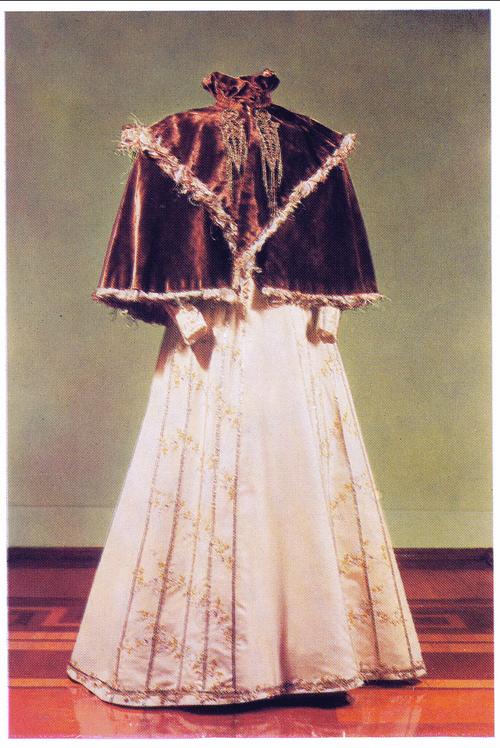 Russian Folk Costumea 18th-20th Centuries
