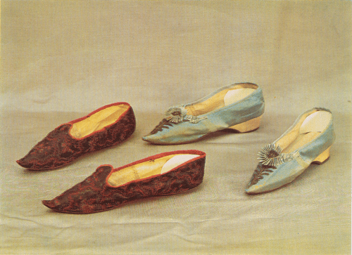 Russian Folk Costume. Shoes blue satin, with a long narrow toe, low solid heel (height 3 cm), decorated with rosettes