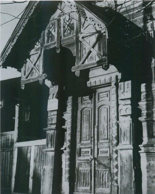 A porch (Engels str., 21)