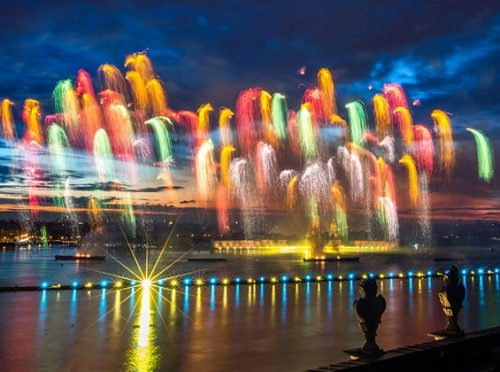 Fireworks. Fabulous Scarlet sales celebration in Saint Petersburg. Photo by Marina Lystseva