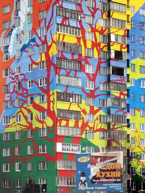 Huge tree branches decorate the colorful house. Ramenskoye of ​​the Moscow region, Russia