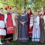 National color of Russian costume is red