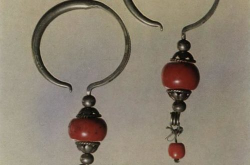 Earrings. Silver, corals. Relief work with inlaid patterns. L. 9,0 cm.